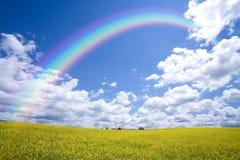 сельская местность над радугой Стоковое Изображение RF