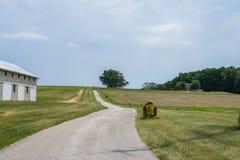 Сельская обрабатываемая земля York County Пенсильвании страны, на летний день Стоковое Фото