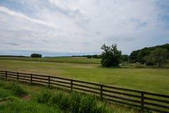 Сельская обрабатываемая земля York County Пенсильвании страны, на летний день стоковое изображение rf