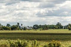 Сельская ферма Онтарио с сельским хозяйством Канады животных земледелия хранения силосохранилища амбара Стоковые Фотографии RF