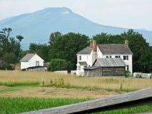 Сельский дом на поле брани нового рынка Стоковая Фотография RF