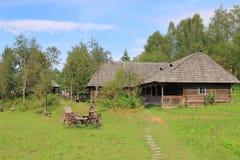 Сельский ландшафт с старым экипажом Стоковые Фото