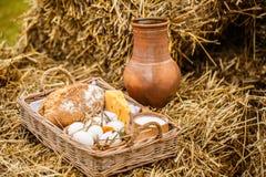 Сельский пикник на сене Стоковое фото RF