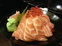 Семги надевают с ikura, японской едой, Японией Стоковые Фотографии RF