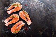 Семги семги рыб свежие Сырцовые salmon стейки рыб Стоковая Фотография RF