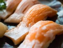 Семги Toro или наварные salmon суши, концепция предпосылки стоковое изображение