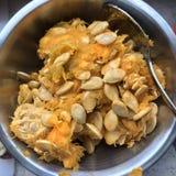 Семена и пульпа тыквы стоковое изображение