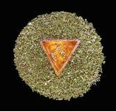 Семена пеньки в триангулярной керамической части стоковая фотография