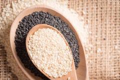 Семена сезама закрывают вверх по съемке макроса Стоковые Изображения