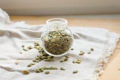 Семена тыквы на linen ткани Стоковое Фото