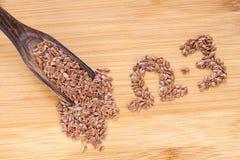 Семена льна в деревянных шаре и ложке Стоковые Изображения RF