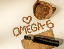 Семена льна, масло льняного семени в бутылке еда здоровая Стоковая Фотография