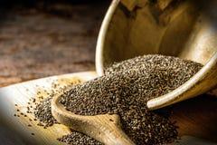 Семена Chia в деревянном шаре Стоковые Фотографии RF