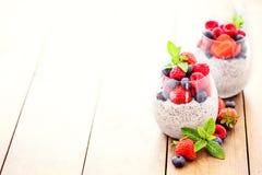 Семена Chia Завтрак Superfoods с пудингом и ягодами Chia i стоковая фотография
