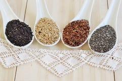 Семена Chia Семена льна осеменяет белизну сезама Чернота семян сезама Стоковое Изображение