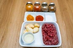 Семенить специи картошек мяса (Aloo Keema) близко вверх Стоковое Изображение