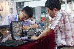 Семнадцатое экспо Китая международное электронно-оптическое, который держат в конвенции Шэньчжэня и выставочном центре стоковое фото rf