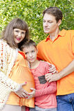 Семья беременный отец и сын матери Стоковые Фото