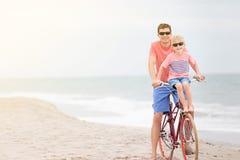 Семья велосипед совместно стоковые фотографии rf