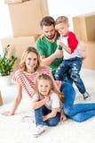 Семья двигая в новый дом стоковые фотографии rf