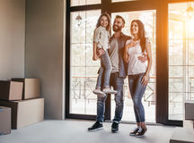 Семья двигая в новый дом стоковое фото rf