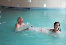 Семья в бассейне стоковое фото rf