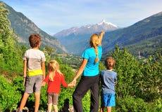 Семья в горах, Val - Аоста d ' стоковые изображения rf