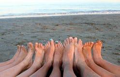 Семья в курорте на море на пляже моря Стоковое Изображение