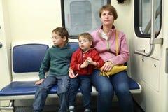 Семья в метро стоковое изображение