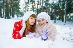 Семья в парке зимы Стоковая Фотография RF