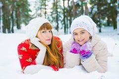 Семья в парке зимы Стоковые Изображения