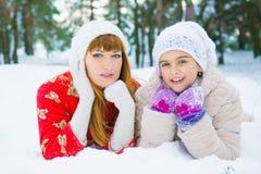 Семья в парке зимы Стоковое Изображение