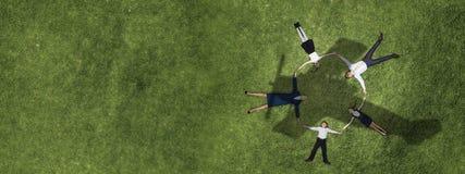 Семья в парке лета стоковые изображения rf