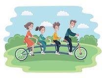 Семья ехать тандемный изолированный велосипед, Стоковые Изображения RF