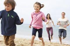 Семья играя на пляже совместно Стоковая Фотография RF