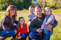 Семья из пяти человек Outdoors Стоковые Изображения RF