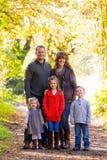 Семья из пяти человек Outdoors Стоковая Фотография