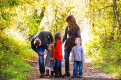 Семья из пяти человек Outdoors Стоковые Фото