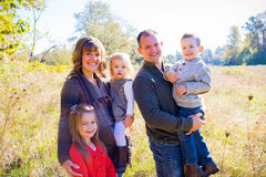 Семья из пяти человек Outdoors Стоковое Изображение RF