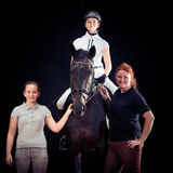 Семья из трех человек с их лошадью Стоковое фото RF