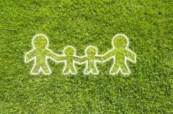 Семья иконы на зеленой траве Стоковые Изображения RF