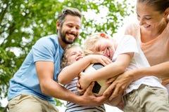 Семья имеет потеху с футболом Стоковое Изображение