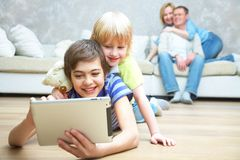 Семья имея полезного время работы Стоковые Фото