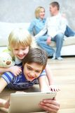 Семья имея полезного время работы Стоковое фото RF