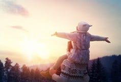 Семья и сезон зимы Стоковые Фотографии RF