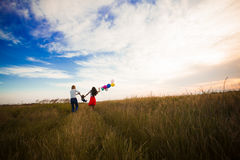 Семья идя на поле Стоковые Фотографии RF