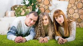 Семья матери, отца и дочери Стоковые Фотографии RF