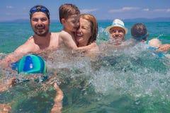 Семья морской воды поколений счастливая Стоковая Фотография RF