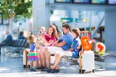 Семья на авиапорте Стоковое фото RF