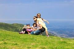 Семья на горе Стоковые Изображения